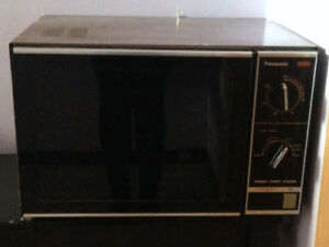 Extra Large Microwave - Excellent Working Condition
