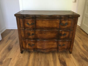 Commode en bois  Valleyfield