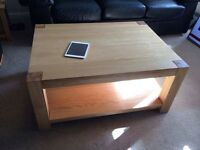 Coffee table in solid oak