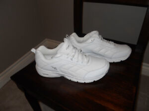 NEW - Reebok Shoes - Size 9