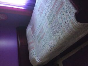 QUEEN SIZE QUILT IN EXCELLENT CONDITION