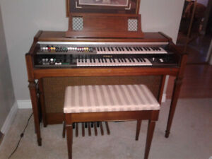 Older model yamaha electronic organ, well cared for and gently