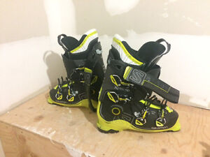 29.5 Salomon X pro 110 ski boots for sale