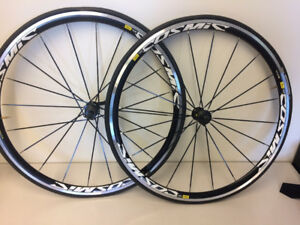 BRAND NEW Mavic Cosmic Elite Alloy Clincher Road Wheelset 700c
