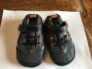 Robeez 3-6 months , grey and orange, good condition