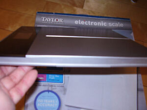 """TAYLOR Electronic Scale with Accu-Glo Backlight - Only .5"""" Thick Kitchener / Waterloo Kitchener Area image 3"""