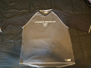 Mens 3/4 length Under Armour shirt