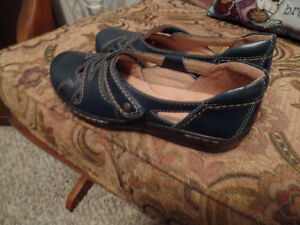 Ladies Leather CLARKS Collection SHOES (Size 6) ~ NEW ~ $25.00