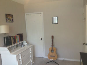 Room available for rent in North Whitby in a beautiful House.