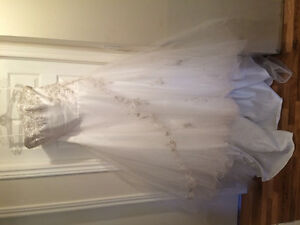 Beautiful Mori Lee wedding dressMy sister bought this wedding dr