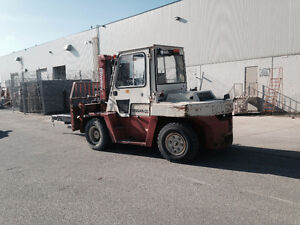 NISSANEX305- FORKLIFT- 14 500 LBS CAPACITY.