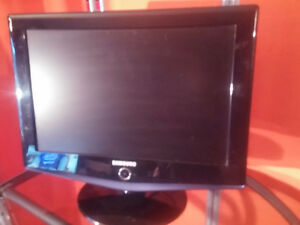 SAMSUNG 19 INCH T.V AND COMPUTER MONITOR.GREAT FOR THE TRAILER