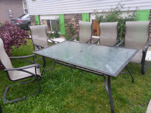 Table with 5 chairs 150$