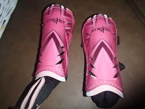 GIRLS SOCCER SHIN GUARDS--SIZE S/M