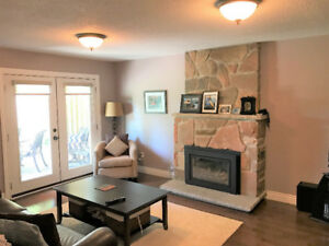 *CHARMING Double Garage Home for Rent in Newmarket YONGE & DAVIS