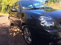 2005 Renault Clio 1.2 black £800 ono