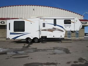 2011 SUNDANCE 3100 ES TRIPLE SLIDES, MASSIVE LIVING ROOM, LOADED