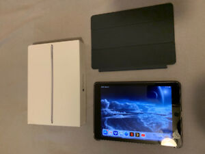 iPad Pro 9.7 32gb w/ Case+Apple Smart Cover