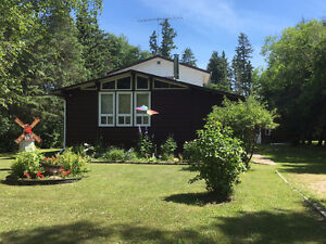 Spacious Cottage 2 Minutes from Beach in Spruce Bay near Gimli