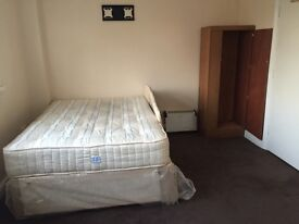 Rooms to let for females are couples