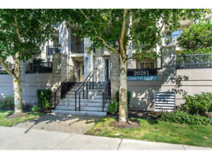 Updated, neat & tidy 2 bed 2 bath condo with a large den