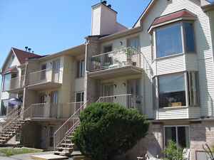 Charming/private/spacious condo in superb location/neighborhood
