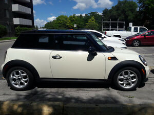 2012 MINI Classic Mini Coupe (2 door) with 3 year WaRRANTY