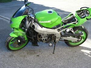 1999 kawasaki zx-9r parts bike London Ontario image 4