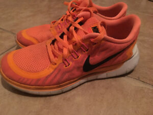 Running shoes - size 8