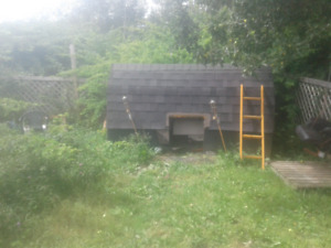 Very large well build dog house