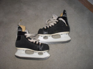 Childs hockey skates size 178 mm or 7 inches