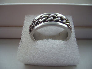 Stainless Steel Ring With Rotateable Chain Size 11
