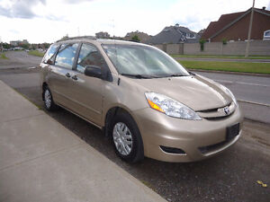 2007 Toyota Sienna CE Minivan, Van Comes With Sefety & E Test