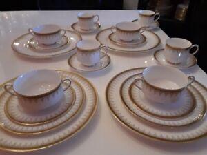 """Service de vaisselle Royal Albert Paragon """"Athena"""" England(175)"""