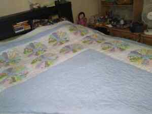 Vintage double sized hand made quilt. London Ontario image 4