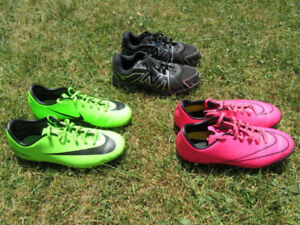 Boys / Youth Soccer Cleats / Shoes -- Size 4 and 4.5