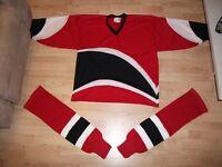 Chandail et de bas de hockey (adulte), 30$.
