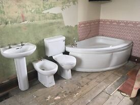 Used Bathroom Suite White Corner