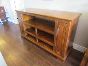 TV/Stereo Cabinet in Solid Pine, Excellent Condition