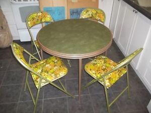 Folding Table and Chairs (like new)