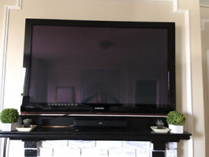 52' Samsung TV with wall mount