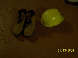 Safety gear Yellow hard hat and size 10M workboots-new condition