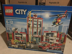 brand new LEGO (919 pieces) - city fire station