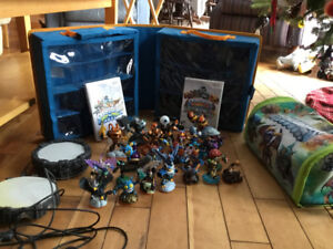 26 skylanders with two games and two portals (Wii)