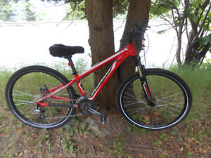 "SPECIALIZED "" HARDROCK"" 26"" unisex bicycle, new parts & Kevlar"