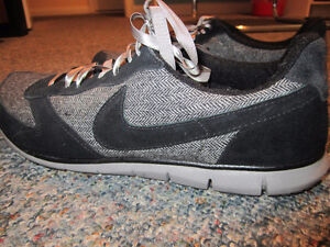 Nike Size 11 Ladies Shoes