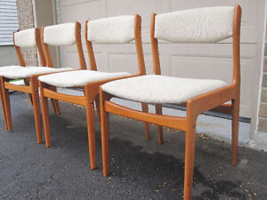 4 Mid-Century Modern teak dining chairs set