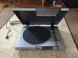 Akai turn table