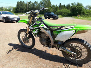 2009 Kawasaki 450 dirt bike for sale.( 3600$)
