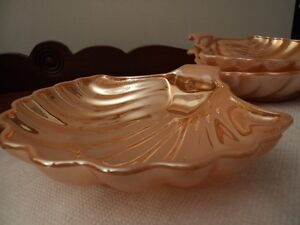 BOLS EN FORME DE COQUILLAGES / BOWLS IN THE SHAPE OF SHELLS
